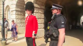 Video Don't Mess With The Queens Guard (Read Description) MP3, 3GP, MP4, WEBM, AVI, FLV April 2018