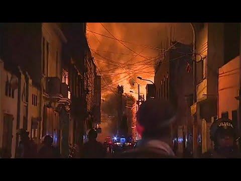 Τεράστιας έκτασης πυρκαγιά σε εμπορική περιοχή της Λίμα…