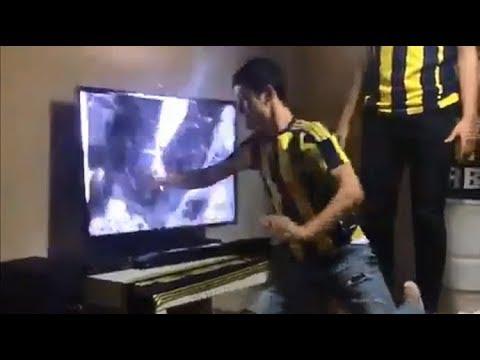 Cổ động viên Malaysia đập TV sau khi Việt Nam vô địch AFF CUP 2018 - Thời lượng: 0:30.