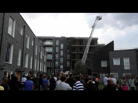 Ανατολικό Λονδίνο: Μεγάλη πυρκαγιά σε πολυκατοικία