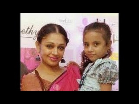 Video Shobana with adopted daughter at Guruvayur Temple download in MP3, 3GP, MP4, WEBM, AVI, FLV January 2017