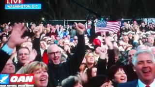 Come on! Toby and Lee Greenwood electrify the pre-inauguration crowd!