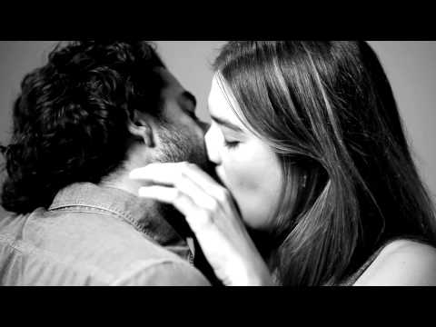 First Kiss – 20 strangers  make out on YouTube with awkward results