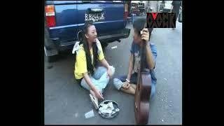 Video Eross Sheila on 7 Ngamen di warung dan jalanan MP3, 3GP, MP4, WEBM, AVI, FLV Desember 2017