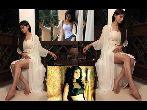 Mouni Roy Steamily Hot And Sex Bomb