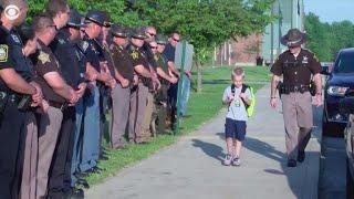 Pierwszy dzień w szkole po śmierci taty policjanta! Wielki szacunek!