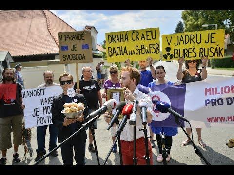 Záskok místo Babiše na tiskové konferenci v Lánech - Milion chvilek pro demokracii