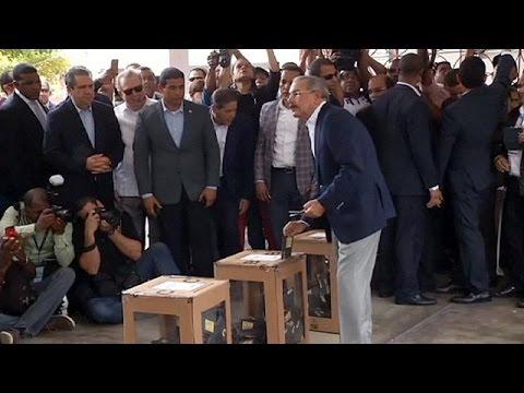 Προς άνετη νίκη στις εκλογές οδεύει ο πρόεδρος της Δομινικανής Δημοκρατίας
