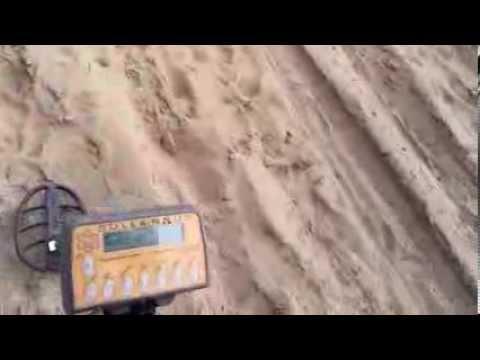 wykrywacz metali - Wykrywacz Solfernus z cewką dd25 16khz na plaży.