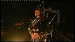 Nonton Lone Piper - Edinburgh Military Tattoo 2009 Film Subtitle Indonesia Streaming Movie Download