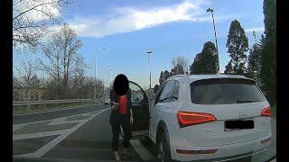 Kobieta szeryf w Audi dzwoni na Policję i przyjmuje mandat!