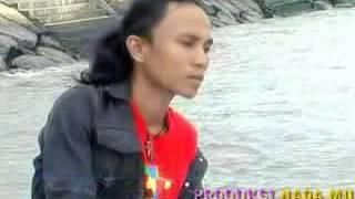 Ades Sadewa Manyonsong Galombang   YouTube 2