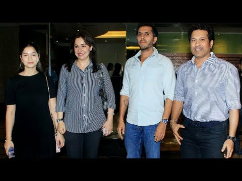Sachin Tendulkar With Family Watch Akshay Kumar's
