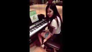 Video Blackpink Rose singing, playing guitar and piano MP3, 3GP, MP4, WEBM, AVI, FLV Maret 2019