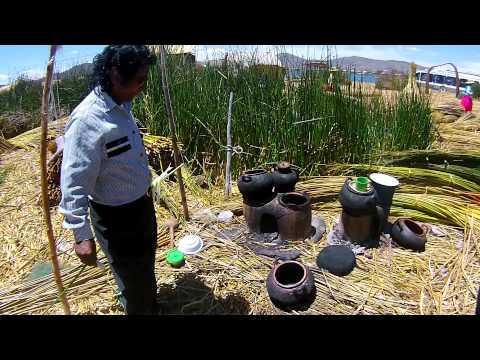 Vida e hábitos dos Uros nas ilhas de junco do Titicaca