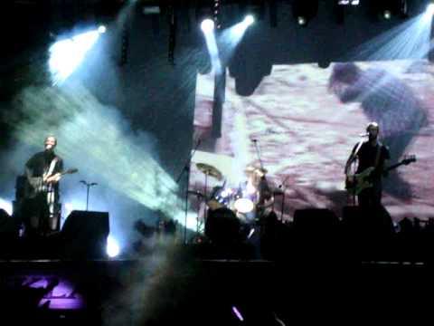 Tekst piosenki Dezerter - Plakat (Live - Jarocin '1984) po polsku