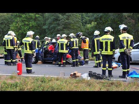 Schwerer Unfall auf B 252: Rettungshubschrauber