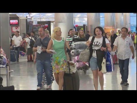 Ανοικτό  το αεροδρόμιο Ατατούρκ  μετά τις τρομοκρατικές επιθέσεις