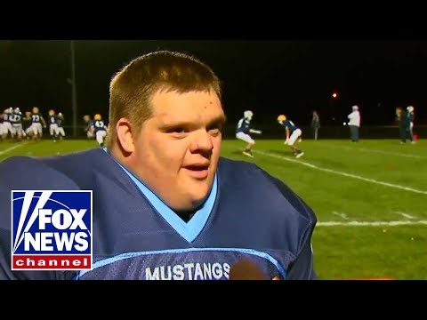 Ver vídeo Waterboy boy Down Syndrome Scores Touchdown