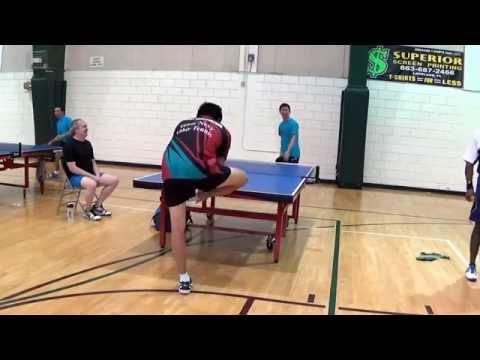 Страхотен изстрел по време на мач на тенис на маса