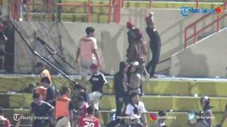 Video DETIK-DETIK Suporter Sempat Ricuh Seusai Persija Menjamu PSIS di Stadion Sultan Agung Bantul MP3, 3GP, MP4, WEBM, AVI, FLV Oktober 2018