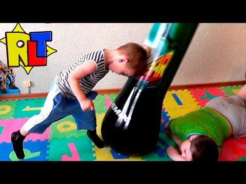 ✨ Веселые игры с боксерским мешком. Изучаем удары на детской надувной груше. Рома устроил шоу.