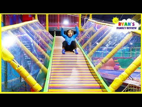 indoor playground fun for kids with giant slides! (видео)