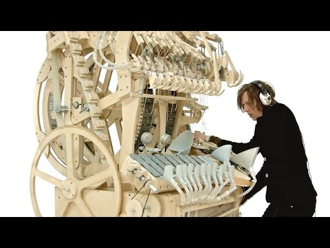 Mesmerizing Wooden Machine That Uses 2 000 Marbles To Make Beautiful