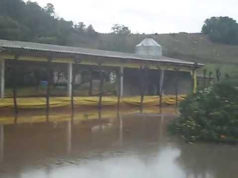 Propriedade atingida pela enchente em Pinheirinho do Vale