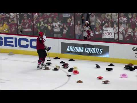 Video: Milestone: Coyotes fans toss cowboy hats for Doan's 1500th game