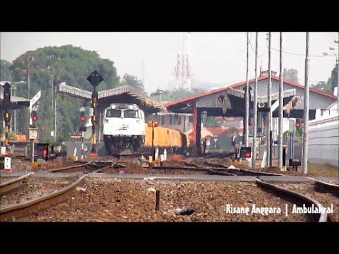 Kereta Api Angkutan Semen Rangkaian Panjang 30 Gerbong Datar