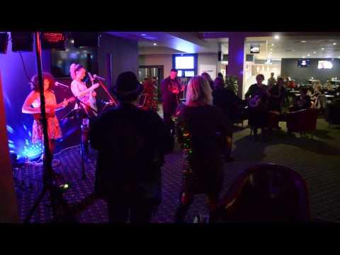 Ukulele Flashmob at Shoalhaven heads with D'BanJac.