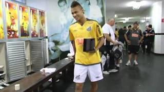 Neymar nos bastidores antes e depois do jogo contra o Cruzeiro.