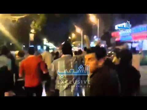 سيارة تحاول دهس المتظاهرين بالمهندسين