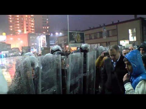 LIVE NGA PRISHTINA/ Dhjetra të arrestuar në Prishtinë, prokuroria rrethohet nga protestues