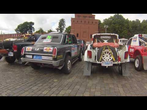 Ралли Шелковый путь-2016. Автомобили в закрытом парке. Москва Красная площадь.