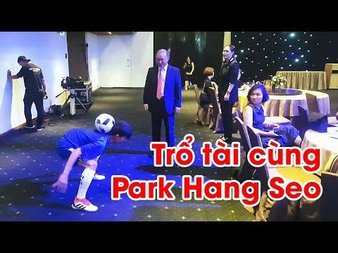 Thử Thách Bóng Đá - Tập luyện và gia nhập đội bóng của HLV Park Hang Seo - Thy Freestyle trổ tài - Thời lượng: 9 phút và 47 giây.