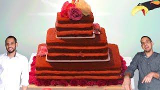Hoje nós trazemos o Rei de Todos os Bolos, o BOLO DE CASAMENTO!E não é qualquer um, é um Naked Cake de 3 andares com Recheio de Chocolate Trufado, Morango e Doce de Leite que fizemos para o Casamento da nossa tia.E também têm a avó mais doida da Internet mandando a real na Pista de Dança. Porque Em casamento que Zilda está, ninguém mais brilha não! HahahaCurtam aí! =)Sigam as nossas redes sociais =)Página Facebook: https://www.facebook.com/CanalCadeiaAlimentar/Tauan: https://www.facebook.com/tauan.velascoThales: https://www.facebook.com/thalesvelascoInstagram: https://www.instagram.com/cadeiaalimentar/Twitter: https://twitter.com/CadeiaAlimentarMassa• 6 bolos de chocolate quadrados, 2x15cm, 2x25cm, 2x35cmRecheios (Fazer 3x)Recheio de Chocolate Trufado - https://www.youtube.com/watch?v=FNx20wpcXAg•Adicionar 1 col sopa essência de Rum Recheio de Morango(Fazer 3x)• Cobertura de Chocolate Branco - https://www.youtube.com/watch?v=Yibm8Rs3En4• 1 col chá de essência de morango• corante gel rosa•3 latas  Doce de Leite ItambéDecoração• Flores ComestiveisDisco con Tutti de Kevin MacLeod está licenciada sob uma licença Creative Commons Attribution (https://creativecommons.org/licenses/...)Origem: http://incompetech.com/music/royalty-...Artista: http://incompetech.com/