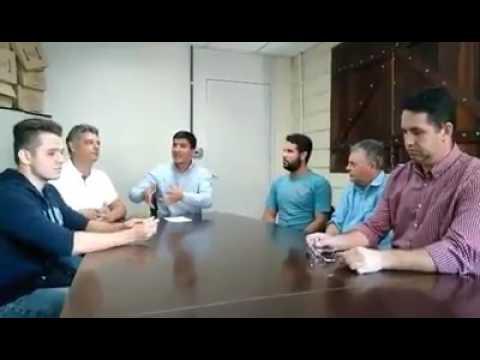 Prefeito Arizinho de São lourenço da Serra ]em Reunião com os representantes dos universitários
