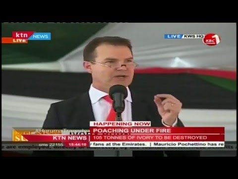 Dr. John Scanlan-Cities addresses Kenyans against poaching at the Ivory Burning site