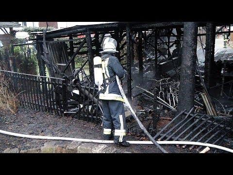 Carport und Schuppen durch Feuer zerstört