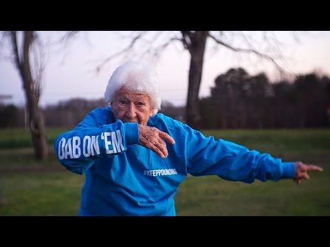 Check Out 95 Year Old  Mary Ward Doin The Dab!