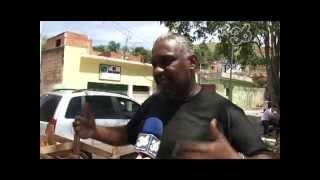 Trabalho solidário no bairro Santa Cruz, em Volta