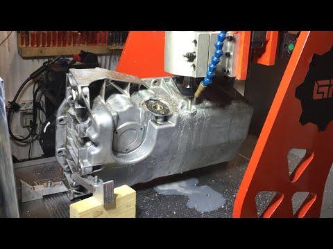 Pulisco la coppa e ripristino il filetto del tappo di scarico olio Audi TT