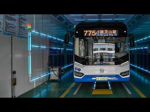 Shanghai desinfiziert Busse wegen Corona mit UV-Licht