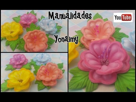 varietà di fiori in foamy