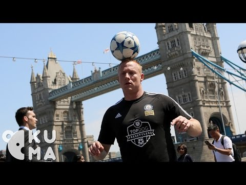 Freestyle Football Tricks in London feat. Guinness World Record Holder Dan Magness (видео)