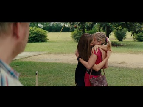 Hot Pursuit Movie   Sofia Vergara, Reese Witherspoon Kiss