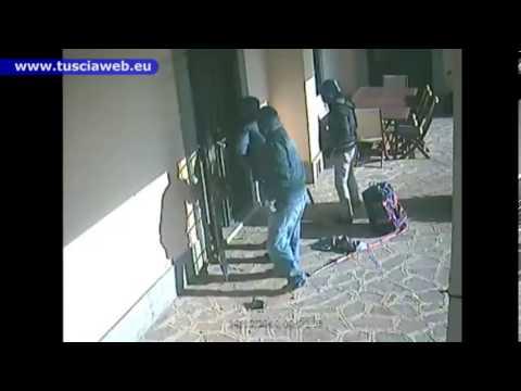 ladri riescono ad entrare in una villa ma guardate cosa gli succede!!