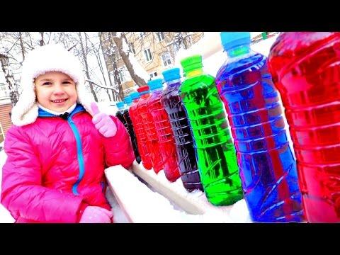 ЗИМНИЕ ЗАБАВЫ: Алиса и Ксюша на Детской Площадке. РИСУНКИ НА СНЕГУ. Мир станет ярче! (видео)
